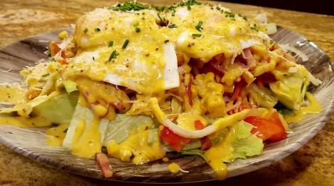 Ensalada new pork con huevos fritos